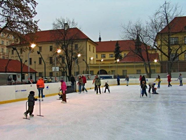 ice-skating-rink-na-frantisku-1