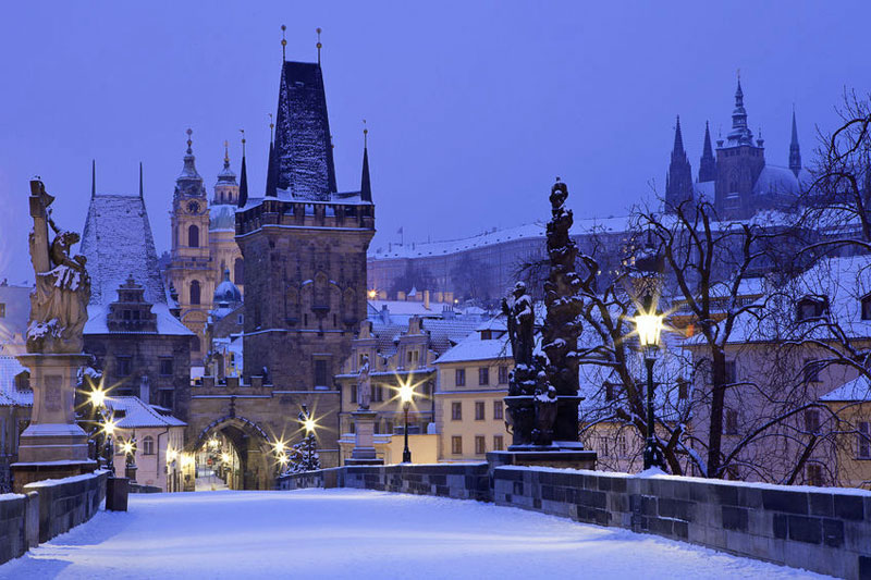 prague-charles-bridge-in-snow