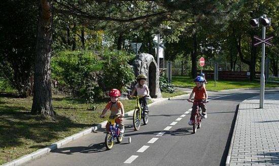 dopravh19v-fit~traffic-rules-playground-what-to-do-with-children-in-prague